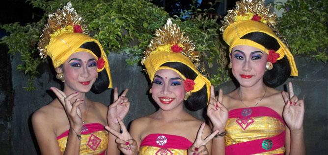 3 sehr hübsche balinesische Tänzerinnen